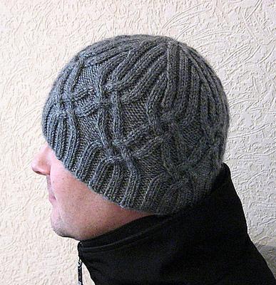 Мужская шапка, связанная крючком.