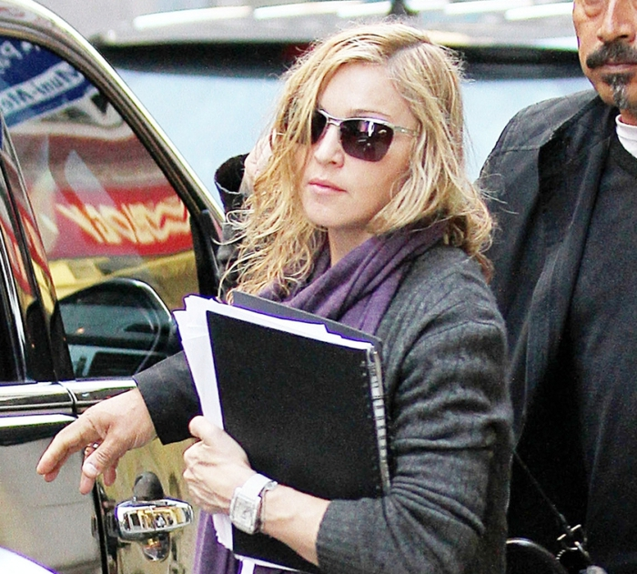 20111018-pictures-madonna-out-and-about-new-york-09 (700x631, 372Kb)