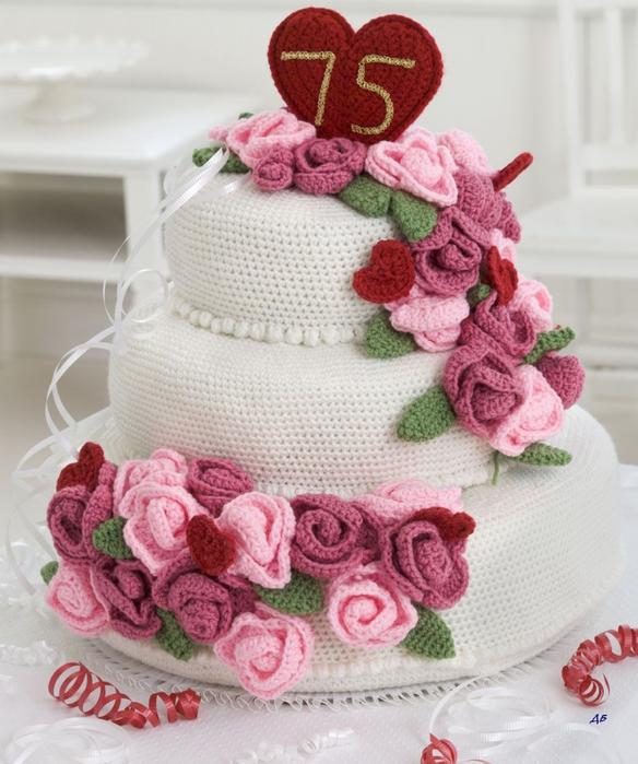 Вязанный крючком торт