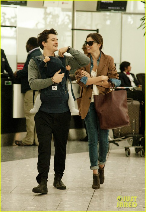 miranda-kerr-orlando-bloom-heathrow-flynn-02 (484x700, 88Kb)