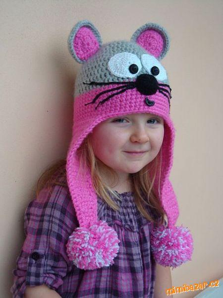 Вязаная шапочка для ребёнка ввиде мышки.
