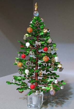 ...дом и праздничный стол к новому году.  Как делать ёлочку из бисера.
