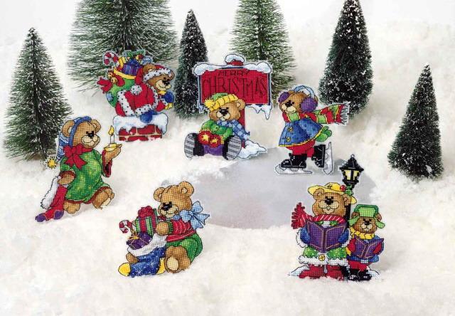Можно вышить скатерть или салфетки к Новому году-это будет очень красиво)