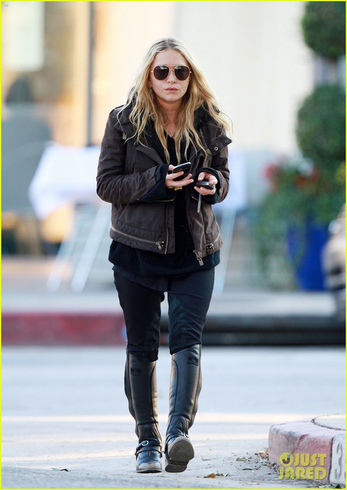 mary-kate-olsen-lunches-in-west-hollywood-05 (496x700, 68Kb)