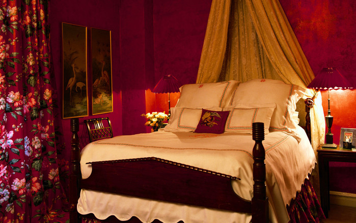 Interior_A_bedroom_in_shades_of_red_016909_ (700x437, 123Kb)