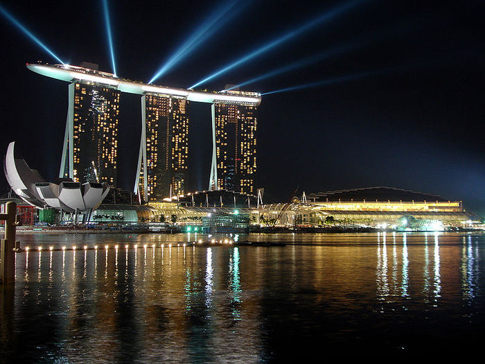800px-Marina_Bay_Sands_during_2010_Youth_Olympics_opening (1) (700x525, 96Kb)