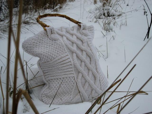 ...у... Не знаю,насколько практична белая сумка зимой,но уж как красива!