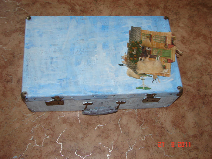 Декор предметов, Мастер-класс Декупаж: Старый чемодан на новый лад...