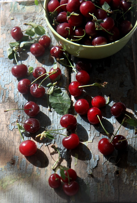 что поспели вишни в саду у дяди вани картинки надписью