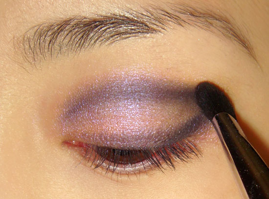pink-blue-smoky-eye-makeup-tutorial-step3 (550x408, 58Kb)