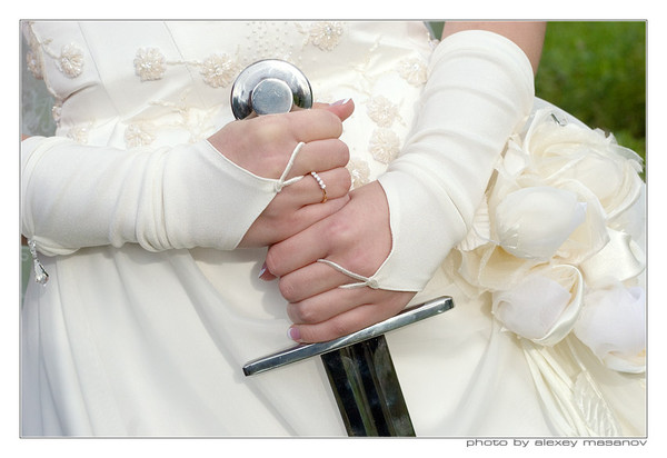 hands_and_sword_090906 (600x412, 56Kb)