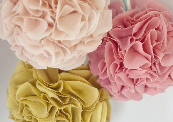 Кресло Цветы с органзы своими руками
