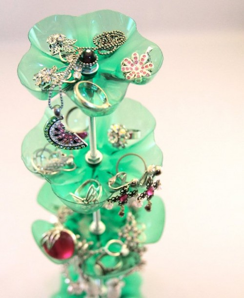 original-jewelry-stand-of-repurposed-plastic-bottles-1-500x609 (500x609, 58Kb)