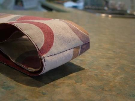 Застегивается на магнит.  Вот выкройка этой сумки.