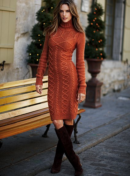 красивое ажурное вязаное платье спицами со схемой вязания.