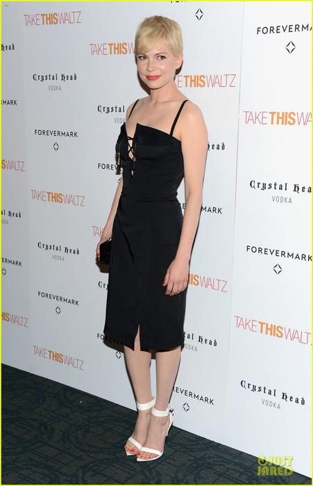 michelle-williams-take-this-waltz-nyc-screening-03 (451x700, 65Kb)
