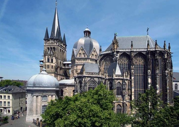 3571750_Aachen_Cathedral_Germany_pic2 (600x425, 85Kb)