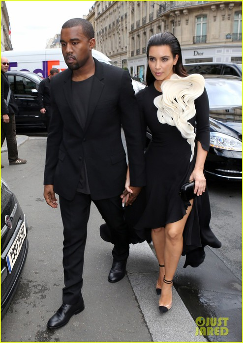 kim-kardashian-stephane-rolland-show-with-kanye-west-01 (494x700, 91Kb)