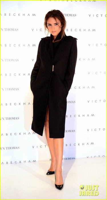 victoria-beckham-brown-thomas-presentation-01 (375x700, 42Kb)