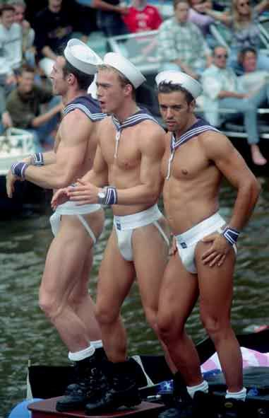 Гомосексуалы в военной форме