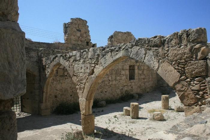 Замок Колосси - фото-путешествие на Кипр 3 (700x466, 105Kb)