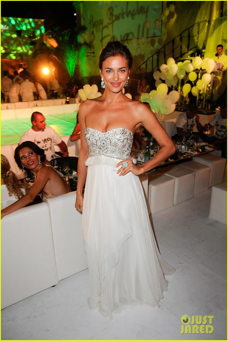 irina-shayk-fawaz-gruosis-60th-birthday-bash-02 (467x700, 81Kb)