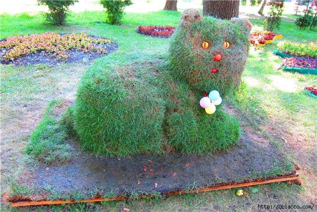 травяная скульптура в парке Шевченко
