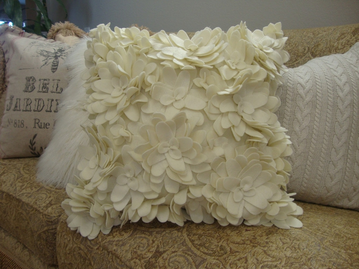Шьем симпатичные подушки из старых вещей