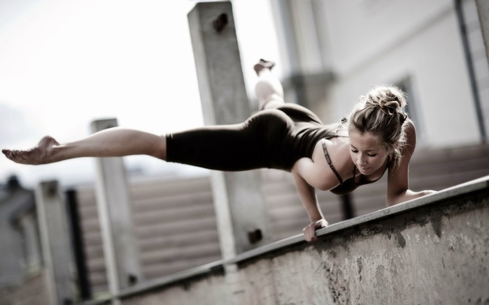 blonde-girl-athlete-fitness-workout-strength-sport-photo-wallpaper-1920x1200 (700x437, 136Kb)