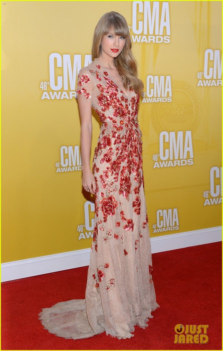 taylor-swift-cma-2012-red-carpet-07 (445x700, 83Kb)