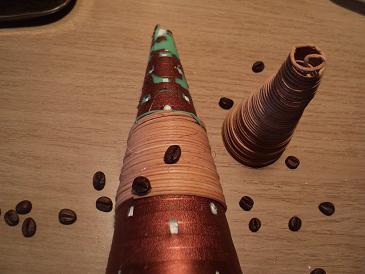 елка из ротанга и кофе