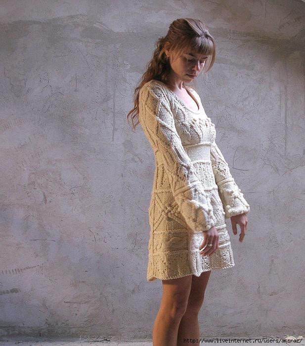 Короткое вязаное платье-туника с аранами.Мастерская Музы...без схем!