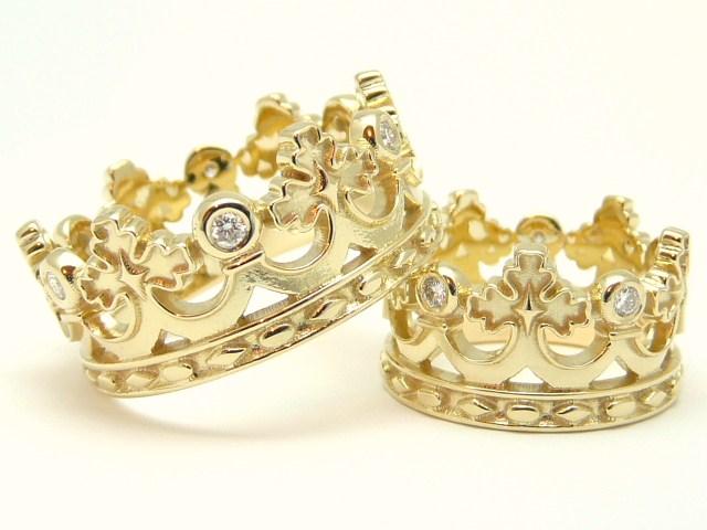 e41ed9eed746 Примет об обручальных кольцах существует достаточно много. Некоторые  источники говорят, что традиция обмена обручальными кольцами возникла в  Древнем Риме, ...