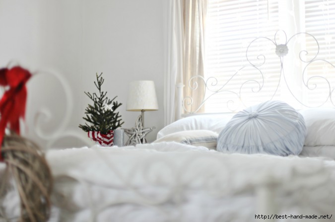 beach-cottage-bedroom-christmas-tree-coastal (675x447, 96Kb)