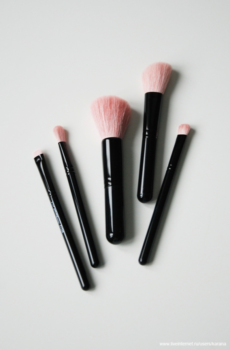 MAC Perfectly plush brush kit Advanced/3388503_MAC_Perfectly_plush_brush_kit_Advanced (460x700, 124Kb)