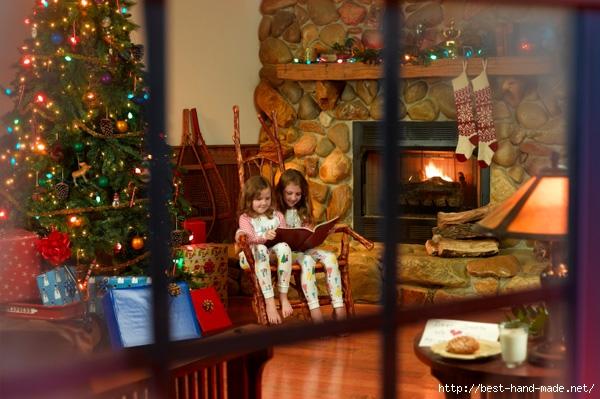 christmas-living-room-through-window (600x399, 194Kb)