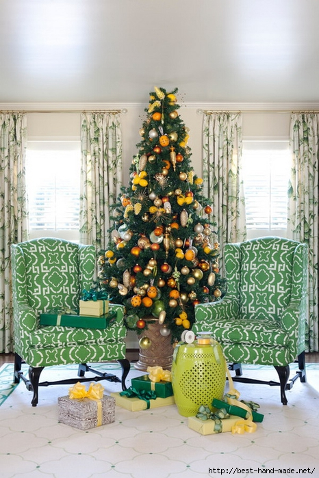 Christmas-Tree-Decorations-with-Living-Room-Chairs (466x700, 293Kb)