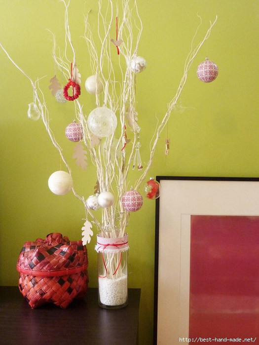 Electic-Living-Room-Design-with-Simple-Christmas-Tree-Decoration (525x700, 182Kb)