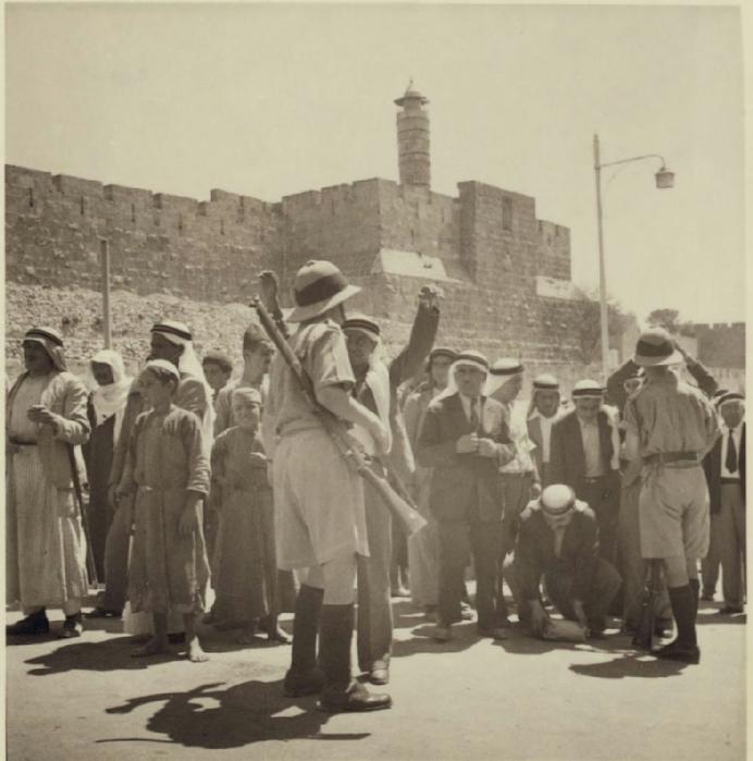 26 Полиция совершает облаву возле Яффских ворот, 9 сентября (692x700, 293Kb)