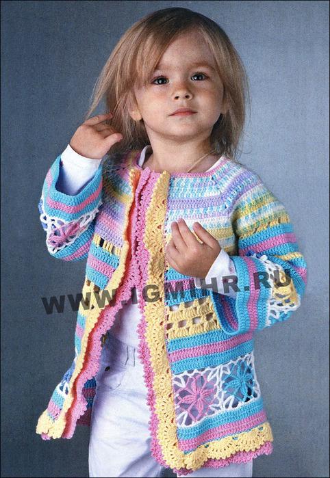54ccbdbbe8f6 Цветной ажурный жакет, связанный единым полотном, на девочку 4 лет ...
