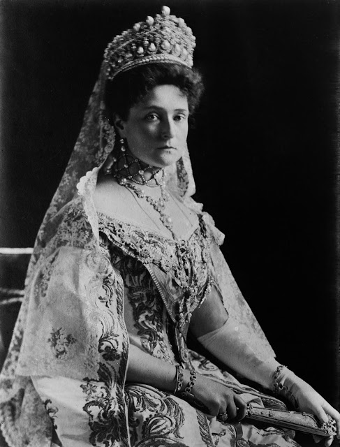 1360105786_Empress_of_all_the_Russias___Alexandra_Fyodorovna_LOC_01137u1 (487x640, 82Kb)