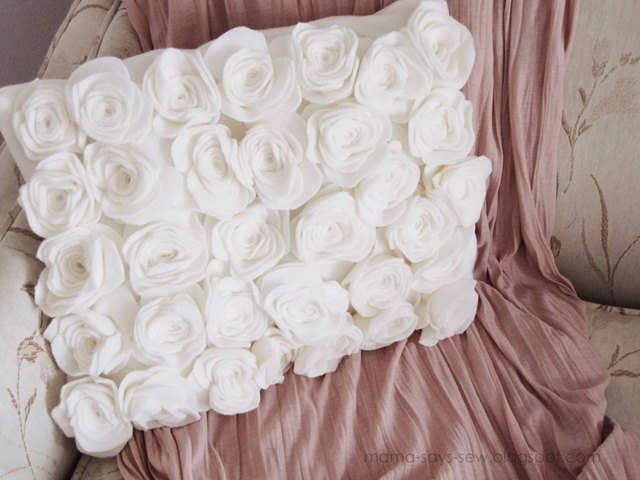 Подушки с розами своими руками
