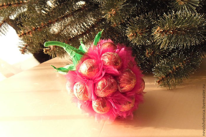 Идеи для креативного рукоделия, кулинарии и творческих фантазий - Аппетитная ягодка из конфет своими руками