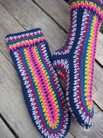 Как вязать носки и тапочки на спицах и крючком