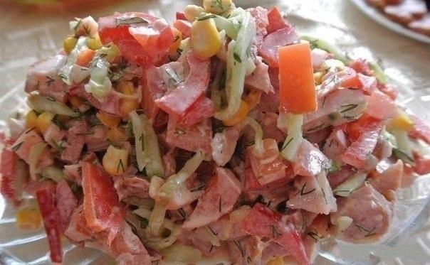 Салат из сладкой консервированной кукурузы