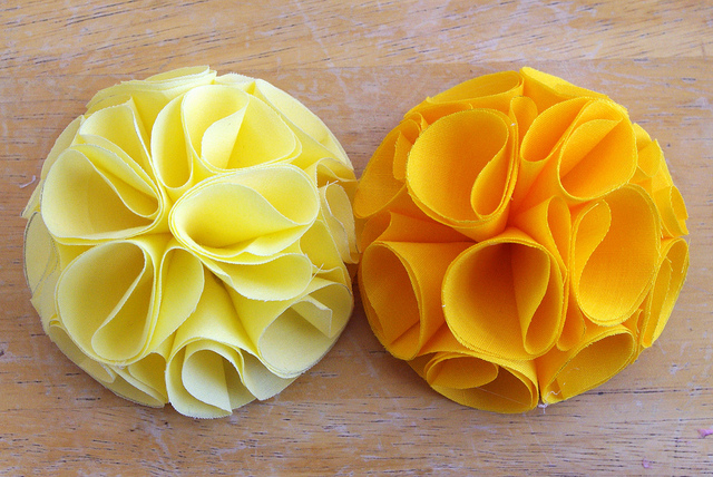 Цветы из пакетов для мусора своими руками мастер класс   Вязание из полиэтиленовых пакетов и поделки из мешков для 130