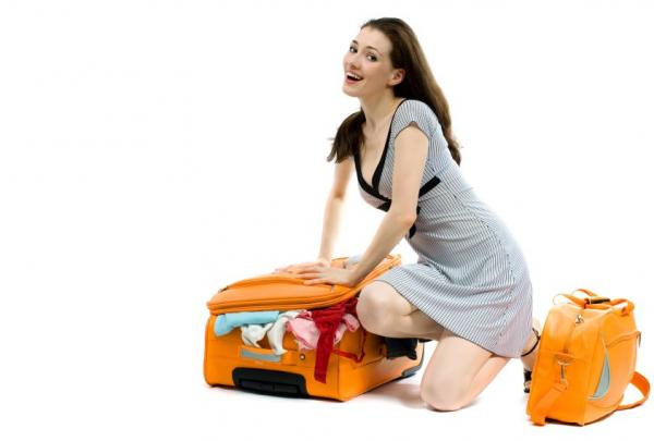 137267-600x405-girl-with-suitcases (600x405, 20Kb)