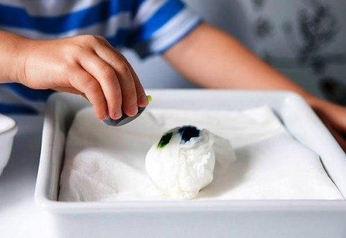 простой способ окраски яиц к Пасхе