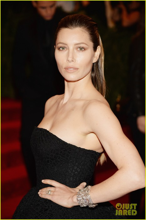 jessica-biel-met-ball-2013-red-carpet-02 (466x700, 57Kb)