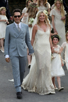 Превью Kate_Moss_Wedding_Dress-thumb-700x1050-134693 (466x700, 378Kb)